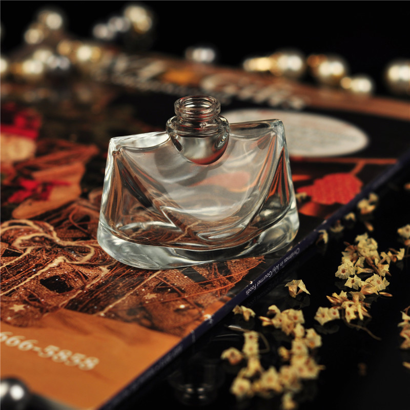 wholesale new design fancy customize      empty glass perfume bottle