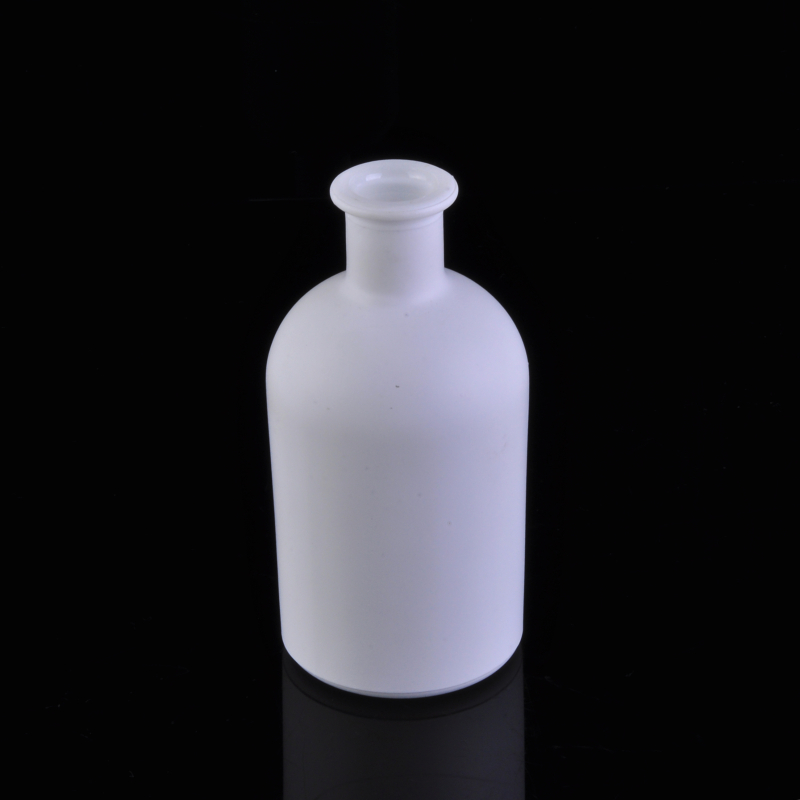 Pure white color coating round glass aroma essencial bottle