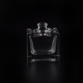 China 30ml small cube glass diffuser bottle factory