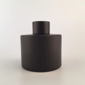 China 50ml 100ml 120ml matte black glass diffuser bottle with reed factory
