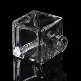 China 60ml Luxury crystal clear glass square diffuser bottle factory