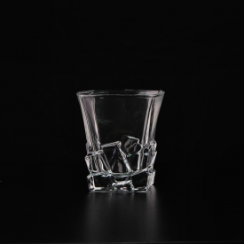 China China Manufacture Clear Whiskey Drinkware Square Wine Glass factory