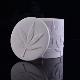China Custom Embossed Logo White Ceramic Candle Jar With Lid factory