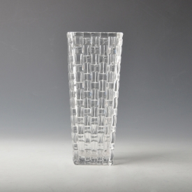 China Exquisite clear glass vase factory