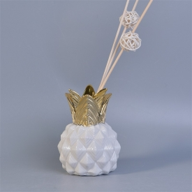 China Pineapple shaped ceramic reed aroma diffuser bottles factory
