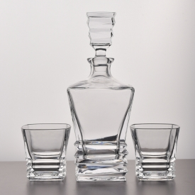 China Square design crystal whiskey decanter set wholesale factory